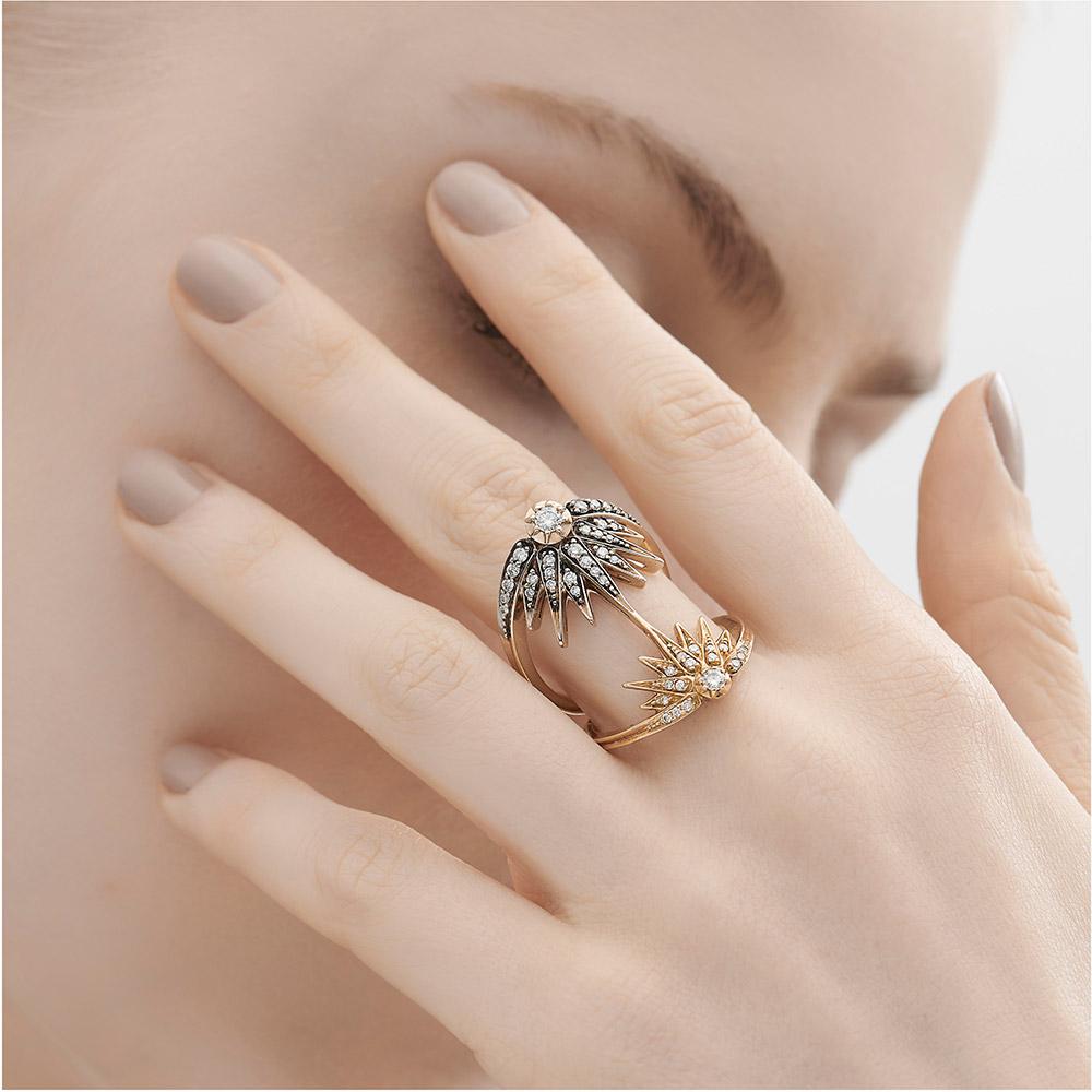 טבעת GENESIS בינונית בזהב צהוב, זהב אצילי ויהלומים
