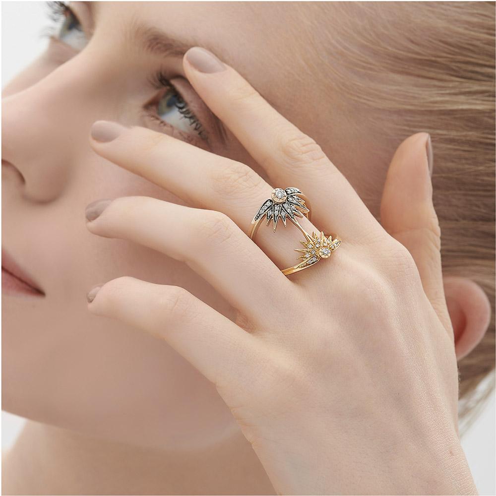 טבעת GENESIS קטנה בזהב צהוב, זהב אצילי ויהלומים