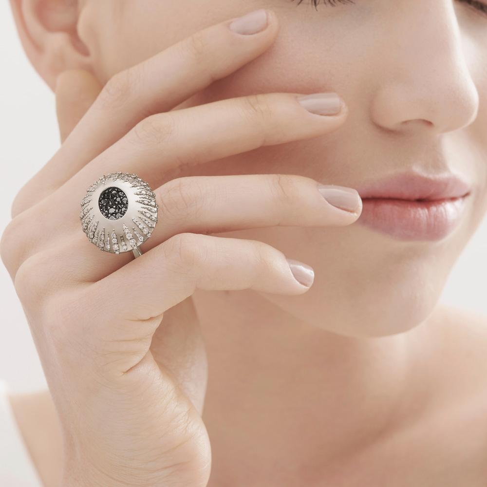 טבעת GRAVITY בזהב אצילי ויהלומים