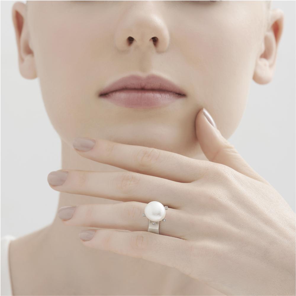 טבעת LUNA בזהב אצילי, ספיר ויהלומים