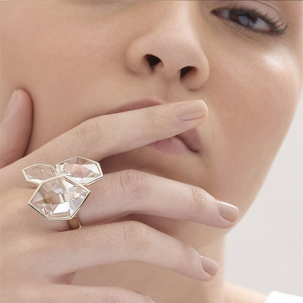 טבעת GRUPO CORPO בזהב אצילי וקריסטלים