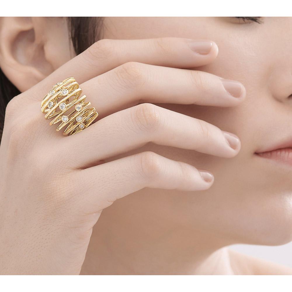 טבעת SILK בזהב צהוב ויהלומים