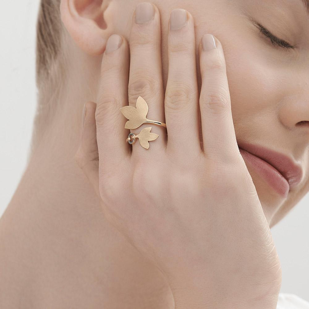 טבעת HERA קטנה בזהב צהוב 18 קראט ויהלומים