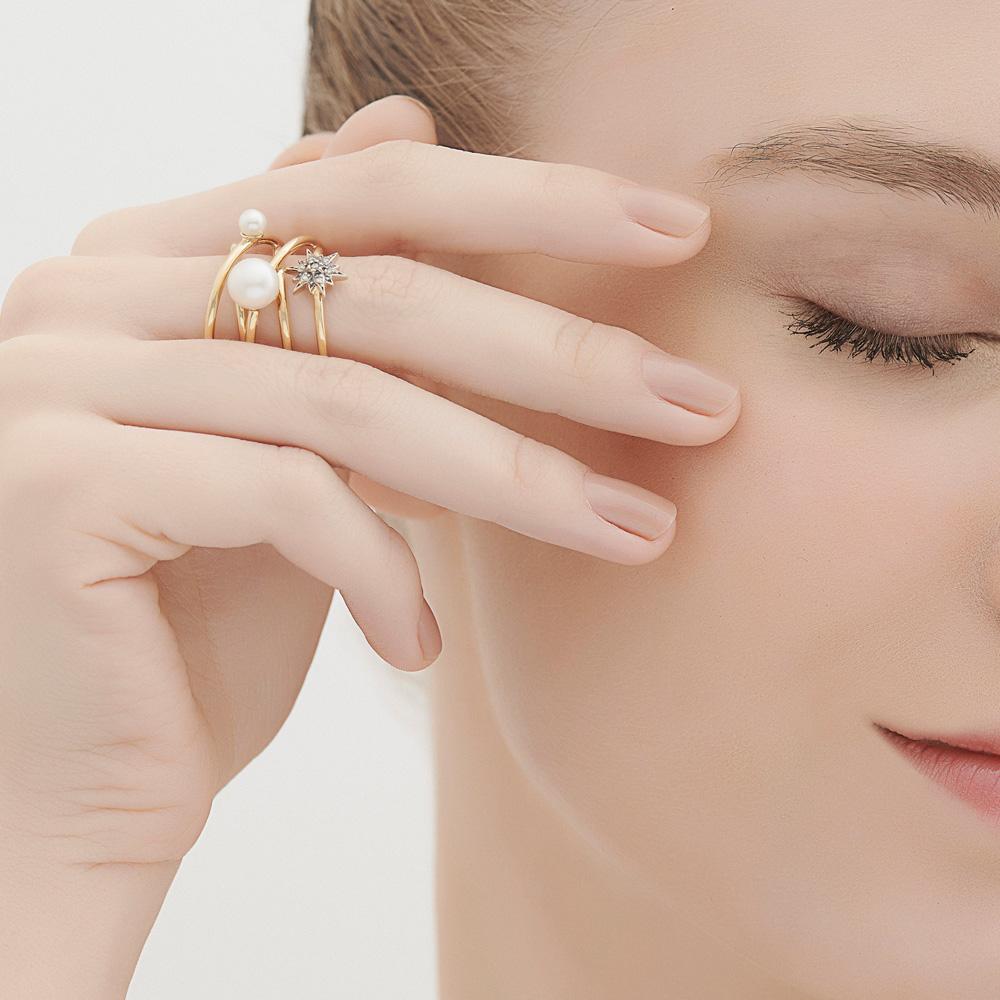 טבעת PEARLS OF GENESIS בזהב צהוב ופנינים