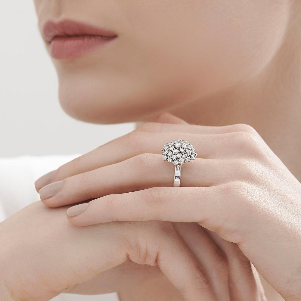 טבעת DIAMOND BOUQUET גדולה בזהב לבן ויהלומים