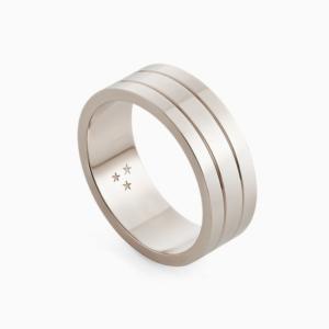 טבעת נישואין בעיטור קווי  אינסוף בזהב אצילי