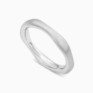 טבעת נישואין א-סימטרית בזהב לבן